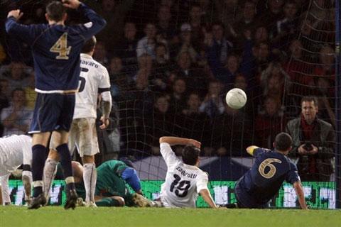图文:[欧预赛]苏格兰1-2意大利 苏格兰扳平瞬间