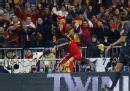图文:欧预赛西班牙3-0瑞典 柔韧性非常好