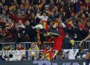 图文:欧预赛西班牙3-0瑞典 动作叹为观止