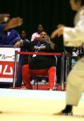 图文:2007柔道团体世锦赛 古巴教练恐怖腰围