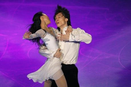 图文:法国站双人滑唯美表演 庞清佟健夺得银牌