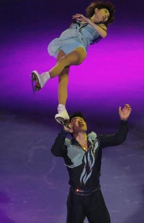 图文:法国站双人滑唯美表演 张丹张昊表演出色