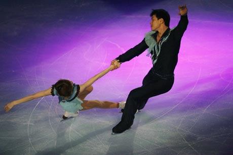 图文:法国站双人滑唯美表演 张丹张昊冠军风采