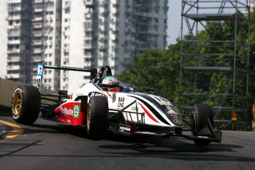 图文:2007澳门格兰披治大赛车 轮胎脱离地面