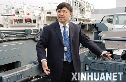 国航地面服务部车辆维修中心经理刘广业向记者向详细介绍新进设备