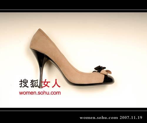 奢华:prada 秋冬鞋子摩登线条-搜狐女人