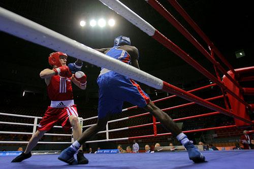 图文:[拳击]邀请赛51公斤级 巴特尔PK赛萨