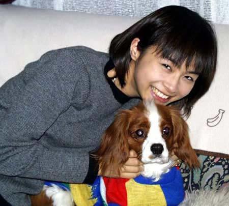 图文:美女梅泽由香里与爱犬
