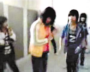 女孩直描:深圳十视频女中学生群殴一初中(图)必备文具学生党余名图片