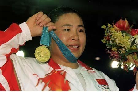 图文:讲述女柔奥运冠军的故事 袁华展示金牌