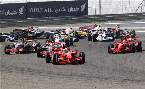 图文:[F1]07赛季巴林站回顾 一号弯角的混战