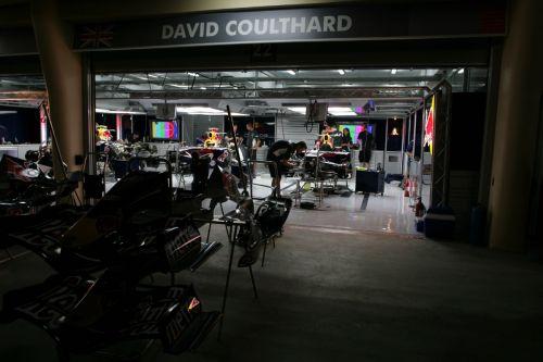 图文:[F1]07赛季巴林站回顾 红牛车队挑灯夜战