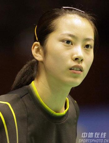 图文:中国羽球赛资格赛 混双组合美女张健