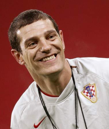 图文:克罗地亚积极备战英格兰 教练比利奇笑了