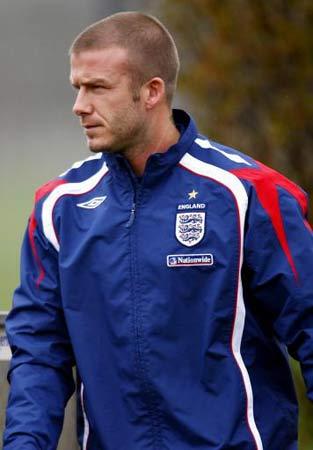 图文:[欧锦赛]英格兰积极备战 英雄小贝但重任