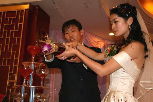 藏海利与女友