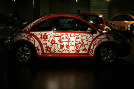 图文:大众奥运艺术车亮相车展 民俗剪纸风情
