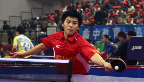 图文:[乒乓球]全锦赛首日 郝帅正手拉球抢攻
