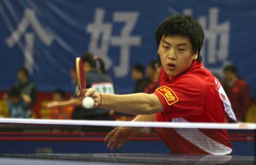 图文:[乒乓球]全锦赛首日 郝帅正手撇斜线