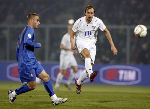 图文:[欧预赛]意大利3-1法罗群岛 客队不示弱