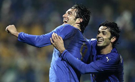 图文:[欧预赛]意大利3-1法罗群岛 托尼庆进球