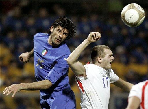 图文:[欧预赛]意大利3-1法罗群岛 亚昆塔争顶