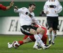 图文:[欧预赛]德国0-0威尔士 中场力拼