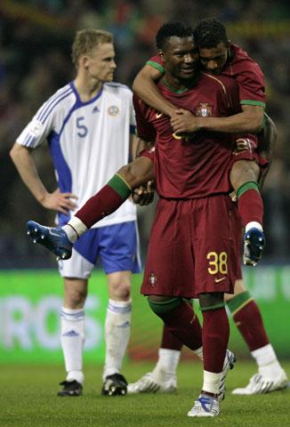 图文:[欧预赛]葡萄牙VS芬兰 马库库拉庆祝
