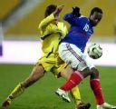 图文:[欧预赛]乌克兰VS法国 迪亚拉护球