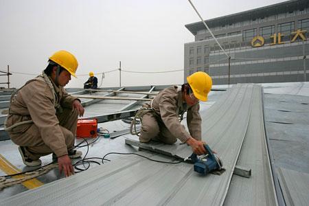 图文:北京大学体育馆 裁切顶棚铝合金板