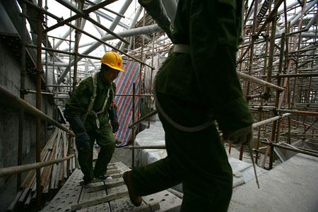 图文:北京大学体育馆 登上北京大学体育馆穹顶