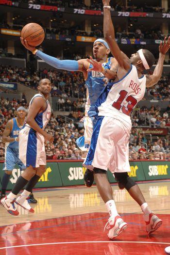 图文:[NBA]快船胜掘金 艾弗森上篮