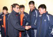 图文:[中乙]上海东亚胜安徽 赛后致意