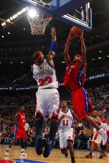 图文:[NBA]尼克斯VS活塞 汉密尔顿扣理查德森
