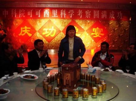 科考承办单位、组织方--中广赛博董事长郑慧卿女士向科考队员们致祝酒辞
