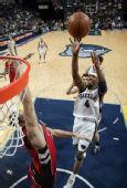 图文:[NBA]猛龙击败灰熊 斯威夫特上篮