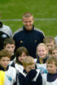 图文:贝克汉姆足球游学日 笑容依旧很迷人