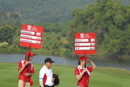 图文:[高尔夫]观澜湖世界杯 首日比赛场景一瞥