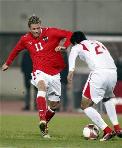 图文:各国家队发布新款球衣 奥地利主场战袍