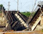 洪水冲断陇海铁路线