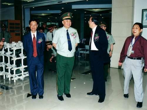 中国武警部队副司令员梁洪同志逝世 享年59岁图片