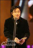 图:金汉民凭《极乐岛杀人事件》获新人导演奖