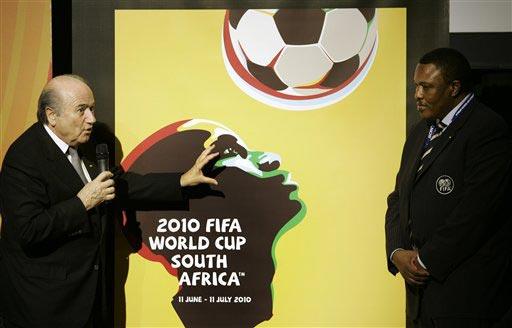 图文:世界杯预选赛分组抽签仪式 埃托奥肖像
