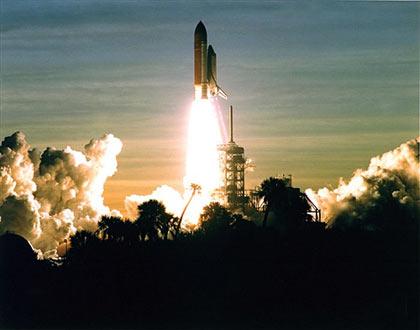 1994年 STS-60 飞行第一次有俄罗斯宇航员参加航天飞机机组