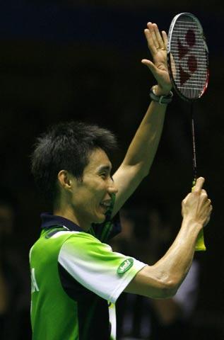 图文:中国羽毛球公开赛 李宗伟进决赛春风得意