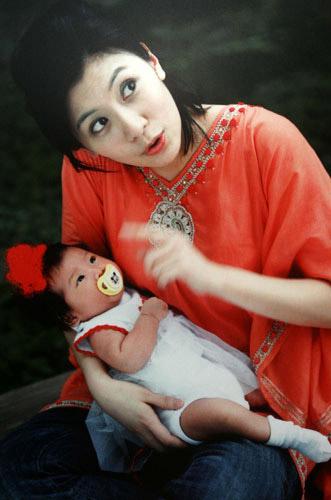 贾静雯与女儿(资料图)
