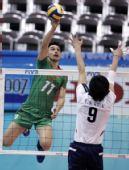图文:男排世界杯保加利亚3-0韩国 跳起扣球