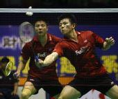图文:中国羽球赛中国男双摘银 谢中博快速扣杀