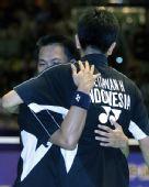 图文:中国羽球赛中国男双摘银 印尼选手夺冠