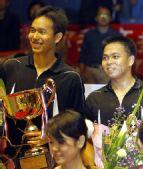 图文:中国羽球赛中国男双摘银 印尼组合捧杯